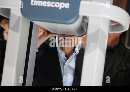 Paris, France. 14th October, 2016. Emmanuel Macron gives a look into a virtual reality system at Hello Tomorrow - Stock Photo