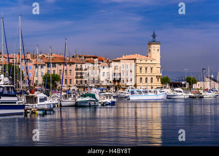 France, Provence, Bouches-du-Rhône, Riviera, La Ciotat, old harbour with old town hall - Stock Photo