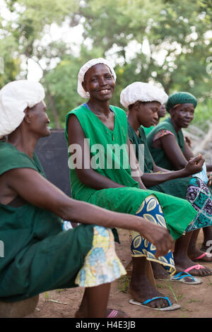 Employees sit together at a fair trade shea butter production facility in Réo, Burkina Faso, West Africa. - Stock Photo