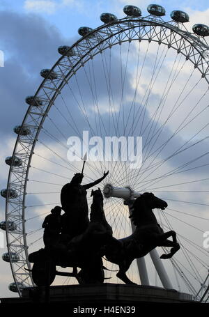 The statue of Boudicca (set against the London Eye) on Westminster Bridge, London. - Stock Photo
