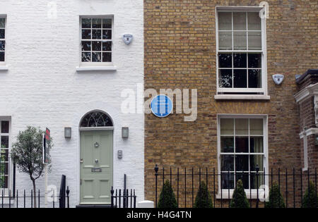 London, UK. 15th October, 2016. A 'Gonzo' style spoof or fake blue plaque on a house in Fulham, London where artist - Stock Photo