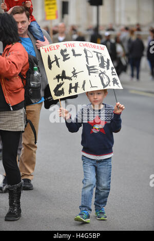 Westminster, London, UK. 15th October 2016. Protesters in support of the Calais refugees rally in Westminster. © - Stock Photo