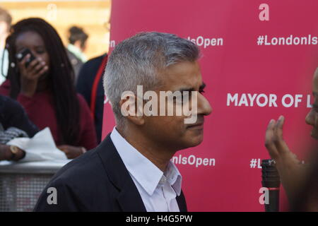 London, UK. 15th October, 2016. London's Mayor, Sadiq Khan, attends the third Africa on the Square, to deliver the - Stock Photo