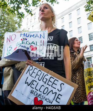 London, UK. 15th October 2016. Protesters demonstate opposite Downing Street calling on the Government to inact - Stock Photo