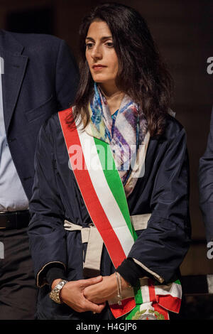 Rome, Italy. 15th Oct, 2016. Virginia Raggi, mayor of Rome, attends a silent march to remember the deportation of - Stock Photo
