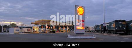 Shell Service Station, Keele services M6, West Midlands, England, UK at dusk - panorama - Stock Photo