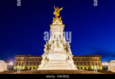 The Victoria Memorial in the evening - London, England - Stock Photo