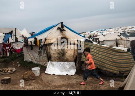 Azaz refugee camp daily life -  22/02/2013  -  Syria / Aleppo / Azaz  -  A young refugee of the Azaz camp, north - Stock Photo