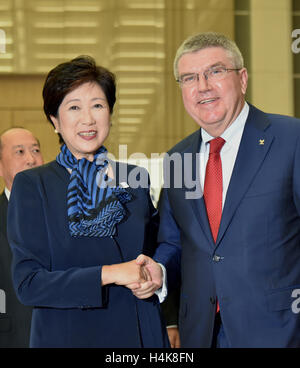 Tokyo, Japan. 18th Oct, 2016. Thomas Back, International Olympic Committee president, is welcomed by Gov. Yuriko - Stock Photo