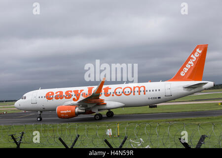 EasyJet Airbus A320-214 at Manchester Ringways Airport - Stock Photo
