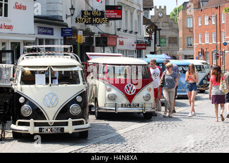 VW camper vans in Horsham, West Sussex, England, for Vintage and Retro Fair, 2016. - Stock Photo