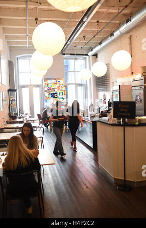 USA Pittsburgh PA Pennsylvania The Mattress Factory Museum Cafe art gallery - Stock Photo