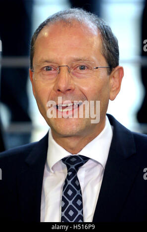 Deutschneudorf, Germany. 19th Oct, 2016. Saxony's interior Minister Markus Ulbig speaks before a joint police drill - Stock Photo