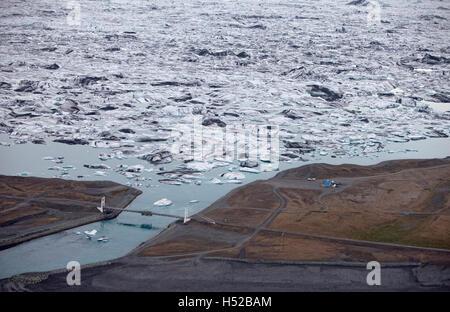 Icebergs in Jokulsarlon glacial lagoon, Breidamerkurjokull , Vatnajokull Ice Cap, Iceland. Images showing a glacial - Stock Photo