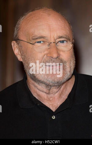 London, UK. 18 October 2016. To celebrate the launch of his autobiography 'Not Dead Yet', Phil Collins attends the - Stock Photo
