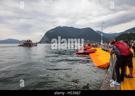 Christo and Jeanne Claude's 'Floating Piers', Lake Iseo, Italy 2016 - Stock Photo