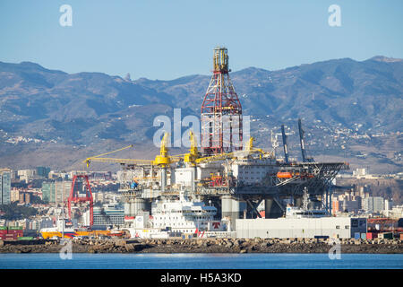 Oil rigs in las palmas port puerto de la luz on gran canaria with stock photo 123768271 alamy - Port of las palmas gran canaria ...