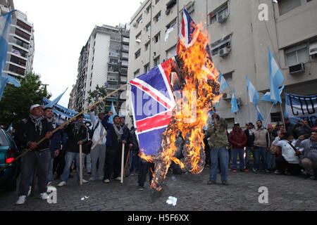 Buenos Aires, Buenos Aires, Argentina. 20th Oct, 2016. Quebracho militants demonstrate in front of the British embassy - Stock Photo