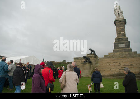 Tynemouth, UK. 21st Oct, 2016. Spectators and guests assemble for the annual toast to Lord Collingwood at his monument - Stock Photo
