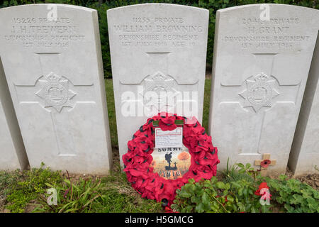 A close up of gravestones at Devonshire Cemetery, Mametz, France, with a poppy wreath in front. - Stock Photo