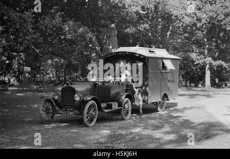 1921 Ford Model T with caravan - Stock Photo
