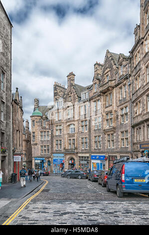 The Royal Mile is a succession of streets which form the main thoroughfare of the Old Town of Edinburgh, Scotland - Stock Photo