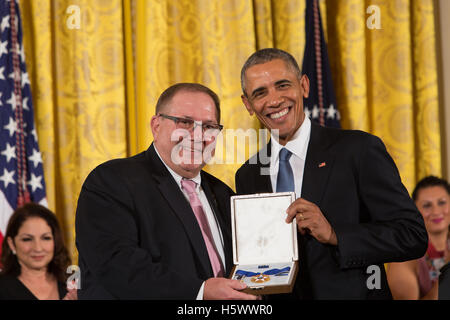 Yogi Berra (posthumous) receives the Presidential Medal of Freedom Awards from President Obama at the White House - Stock Photo