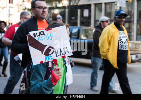 Cincinnati, OH, USA. 22nd October, 2016. A young protester holds a sign saying 'Black Lives Matter We are Equal - Stock Photo