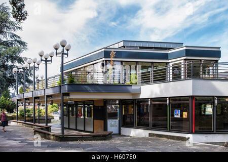 Darmstadt, Hesse, Germany. Viva el Sol bar bistro cafe restaurant on Friedenplatz, Now closed for business - Stock Photo