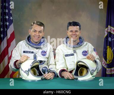 Official NASA portrait of the Gemini 9 spacecraft mission original prime crew, American astronauts Elliot See (left) - Stock Photo