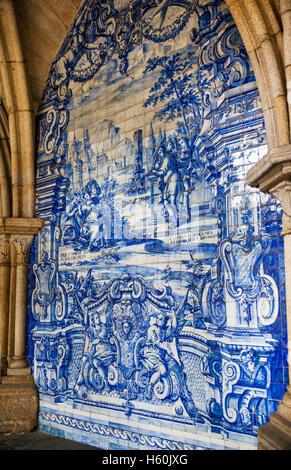 Portugal, Region Norte, Porto, barouqe azulejos at the gothic cloister of Porto Cathedral, Se do Porto - Stock Photo