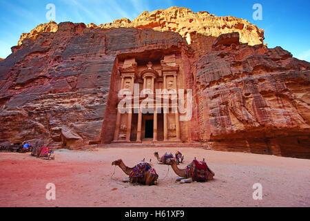 View of the Treasury, Al-Khazneh, with camels, Petra, Jordan - Stock Photo