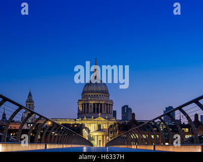 Early morning in London, with a quiet St Paul's cathedral - Stock Photo