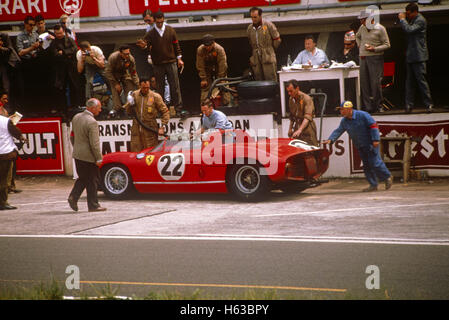 22 Mike Parkes Umberto Maglioli in a Ferrari 250P finished 3rd in Le Mans 16 June 1963 - Stock Photo
