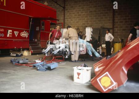 Le mans 24 hours 1969 pedro rodriguez david piper ferrari 312 p coup stock photo 86293106 alamy - Garage automobile le mans ...