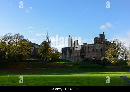 Linlithgow Palace and St Michael's Parish Church in autumn - Stock Photo