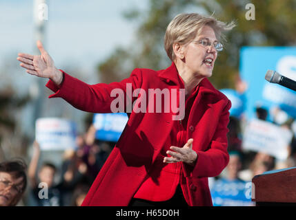 U.S. Senator Elizabeth Warren, Democrat of Massachusetts, speaking at a rally for Hillary Clinton in New Hampshire, - Stock Photo