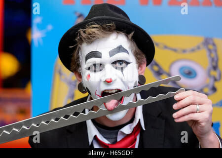 London, UK. 25th October, 2016. Tyler Sutter of 20 Penny Circus performs sword swallowing stunt at the launch of - Stock Photo