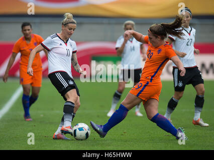 Aalen, Germany. 25th Oct, 2016. Germany's Anja Mittag (L) and the Netherland's Siri Worm vie for the ball during - Stock Photo