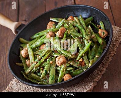 how to make garlic green beans asian
