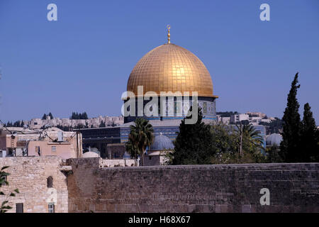 The gilded Islamic shrine Haram al Sharif or Dome of the Rock mosque and the upper section of the Western Wall or - Stock Photo