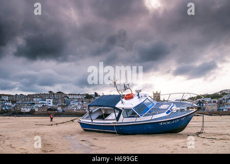 Low tide at St Ives harbour in Cornwall. - Stock Photo