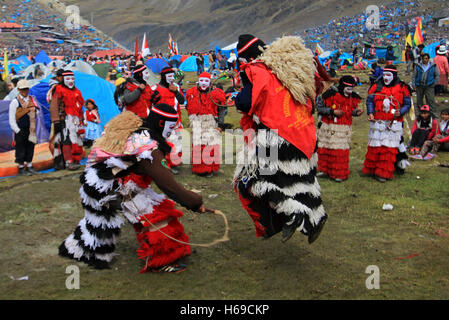 Dancers at Quyllurit'i inca festival in the peruvian andes near ausangate mountain. - Stock Photo