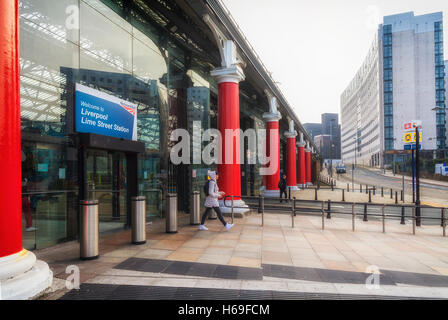 Exterior and side-entrance to Lime Street Railway Station, Liverpool, Merseyside, England - Stock Photo