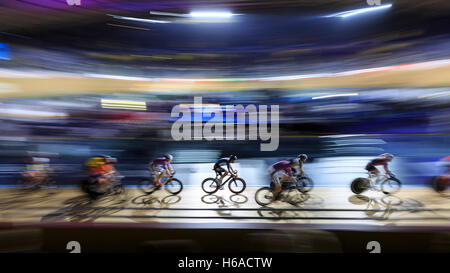 Lee Valley VeloPark, London, UK. 25th Oct, 2016. First day of Six Day London. Riders compete in the six day cycling - Stock Photo