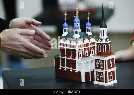 Moscow, Russia. 26th Oct, 2016. A mock-up of the Church of St Nicholas on Ilyinka (The Large Cross), included in - Stock Photo