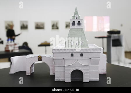 Moscow, Russia. 26th Oct, 2016. A mock-up of the Vladimirsky Gates on display at an exhibition titled 'Lost Moscow - Stock Photo