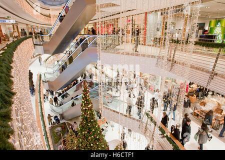 Christmas decoration tree in a shopping center m nster for Stilwerk stuttgart