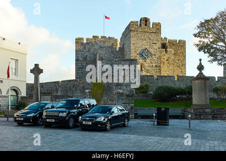 Castle Rushen and the square in Castletown - Stock Photo