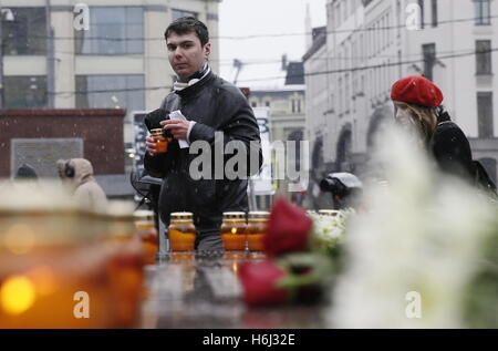 Moscow, Russia. 29th Oct, 2016. Participants in a memorial event near the Solovetsky Stone monument in Lubyanka - Stock Photo